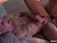 Большой петух гей оральный секс с лицом