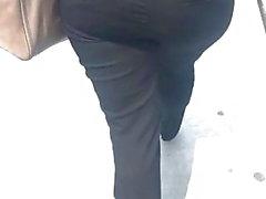 Hermoso PAWG en pantalones de vestir negros