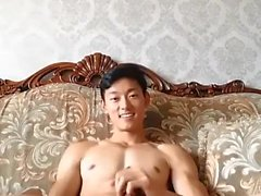 Kinesisk rak hollistermodell blev lurad på cam 02