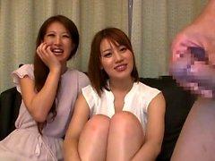 Грудастая красотка в японском страпоном