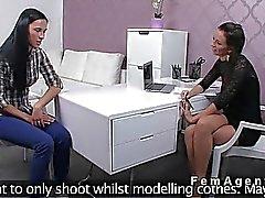 Abbronzato bellezze amatoriale il sesso orale
