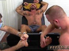 Boy Arsch Beine hoch und junge Berühmtheit Jungen Füße Homosexuell ersten Mal