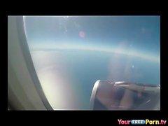 Fellazioni su un aereo