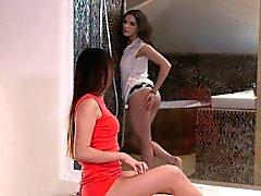 A Girl Osaa - Russian sekä unkarilaisen lesbot kaupungissa Eroottinen