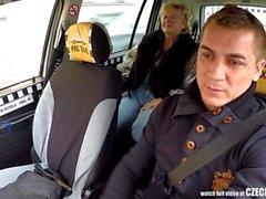 Repubblica Ceca bionda matura affamato a Offerta di taxi Driver gallo