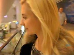 A buceta de Odette Delacroix leva seu pau e creampie