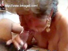 OmaGeil abuelita succionar verga y jugando con los el coño