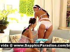 Lesbos superbe femme brune kissing et la comportant sexe lesbo