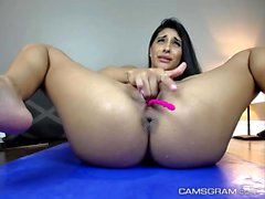 Stunning Shaved Camgirl Squirting Everywhere