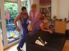 Femmes de ménage allemandes dans le travail