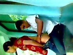 Bangladais fille musulmane Farzana baise son bf secretlly