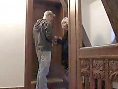 Него doggystyles блондинка на старых женщин