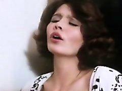 Дезире Кусто по в ретро сексуальная сцена