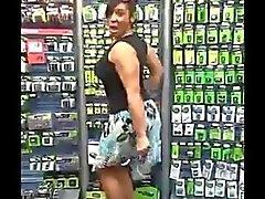 Caramel Kitten Twerking de place des piles de Walmart