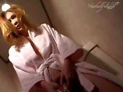 Fait pipi transexuelle japonais