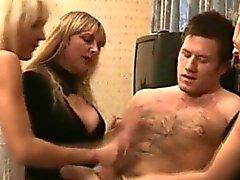 Ragazze A femdom CFNM masturbandosi tizio spento
