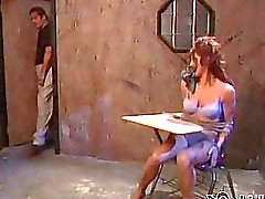Branco brunette de estrelas bonito de E Cavaleiro recebe seu médica da enfermeira