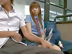 L'écolière dans le bus - Japonais