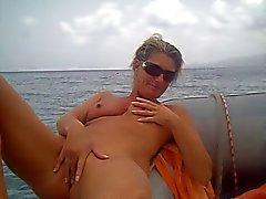 tekne üzerinde amatör bir mastürbasyon yapmak