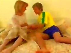 Blonden Omi wird von ihrem netten Teen Freund gefickt
