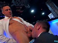 Sexo anal gay muscular com facial