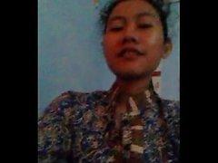 Hot indonesian girl (nury nurhayati) mostrando sus tetas a su bf en la cámara skype