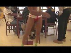 Stripper negro de atl chupa dick después de bailar