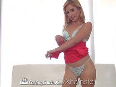 CASTINGCOUCH-X Petite amatör Goldie ona lanet beceriyi gösterir
