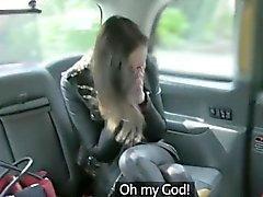 Curvy eşi boğazlı ve pis dolandırıcılık sürücüsü tarafından dövülerek