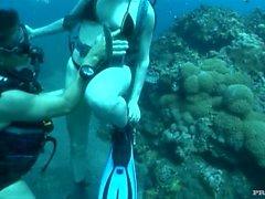 Sabina Lässt ein Mann ficken unter Wasser für einen Ozean Polluting Abspritzen