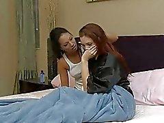 Pelirroja y Morena tortillera tiene 69 caliente acciones en el dormitorio de