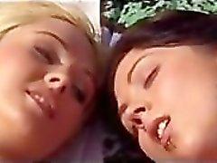Del deux lesbienne sur la plage
