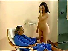 Maken tittar på sin hustru jävla med två killar
