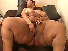 Ebony rundlicher mit großen Titten