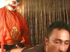 Braunhaarig Homosexuell mit Clown mit Fickmaschine ficken durchgefickt