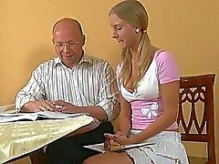 Baby jovem enganado em a ter relações sexuais com a professora