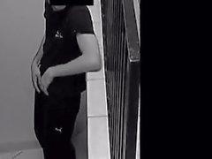 Sicherheit Cam junger Kerl wichsen in Treppenhaus