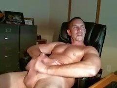 bisexueller Vater streichelte seinen Schwanz