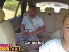 Feminino Taxi Falso mamas maciça taxista quer galo