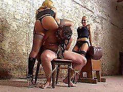 del Esclavo sometidos a mano de trabajo cruel de dos mistreses