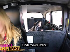 Weibliche Fake Taxi Hübsche Brünette hat 1. lesbischen Orgasmus
