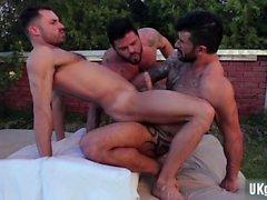Dövme eşcinsel çevirme yüz ile flop