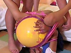 Brünett Babysitter wird von ihrem Chef Sonderbar abgefickt