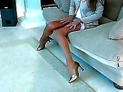 Super cadaloz Vajinanı göstermek için hortum içinde bacaklarım genişlemektedir