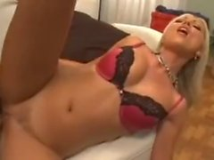 Blondi Slut vie Whitezilla's Dick
