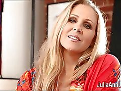 Seksi bir Milf Julia Ann Stocking Slut !