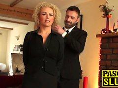 Busty babe Rebecca Smyth nai kuin todellinen alistuva lutka