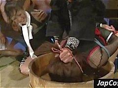 Zwei Asiaten Slaves erhalten gefesselt und durch Wasser Dunking tortuned