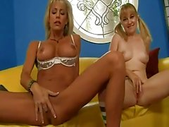 sexy moeder en hete dochter heeft wat geld