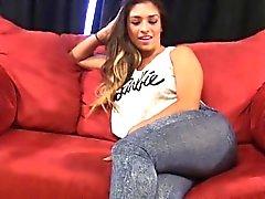 Sexy Latina Sandra fode os vizinhos marido caseiro